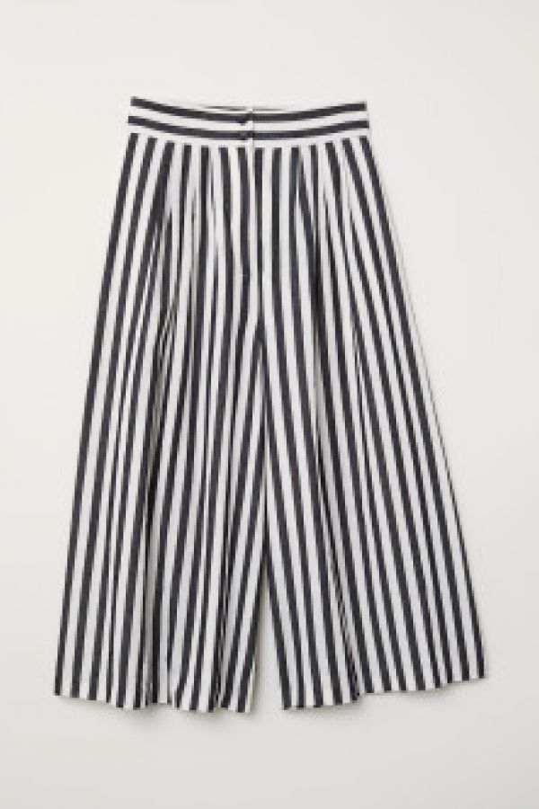 Pantaloni largi