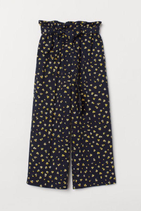 Pantaloni cu pliuri in talie