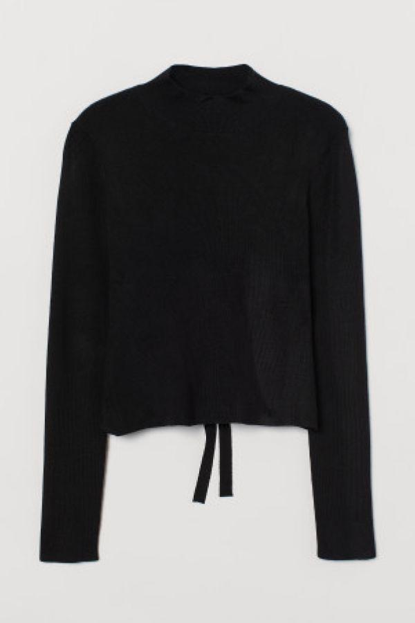 Bluza decupata la spate